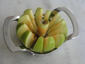 Apple_corer_slicer_1