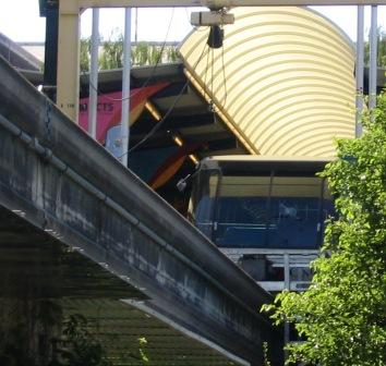 out_of_service_monorail_at_seattle_center_station